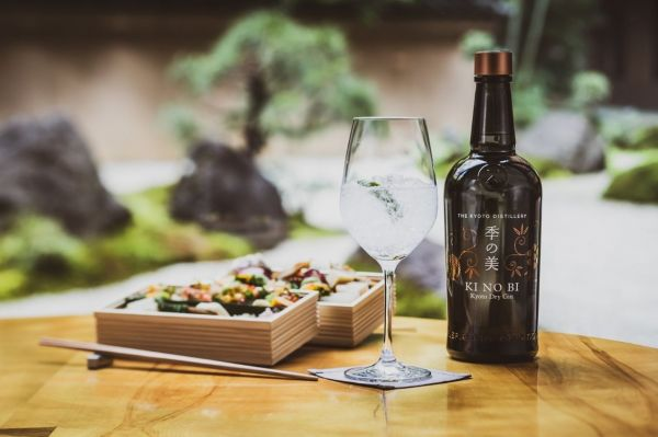 Photo for: 7  Japanese gins worth a gold